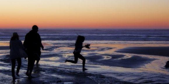 people-at-ocean-beach-1113tm-bkgd-478.jpg